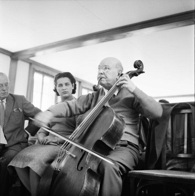Der spanische Cellist Pablo Casals an den Musikwochen in Zermatt