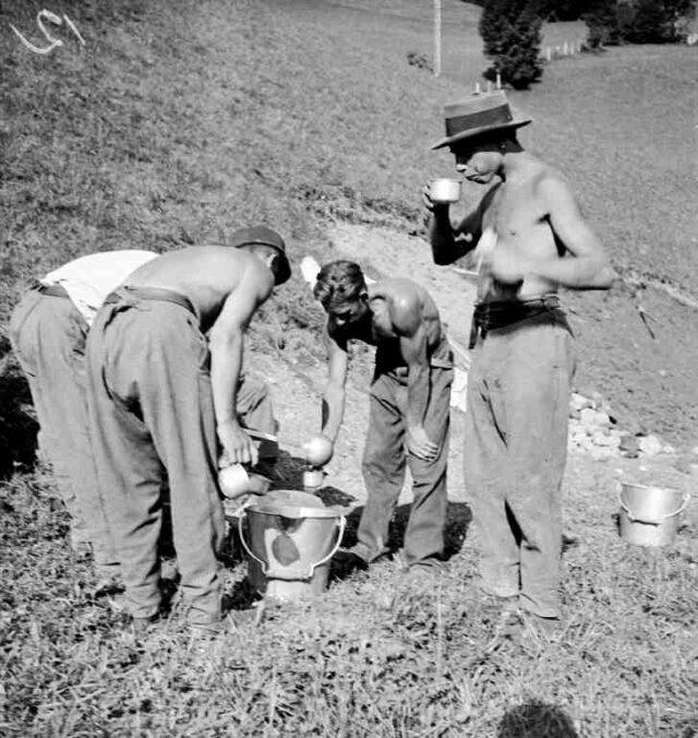 Freiwilligen-Arbeitslager von Arbeitslosen: Pause, Getränkeausschank