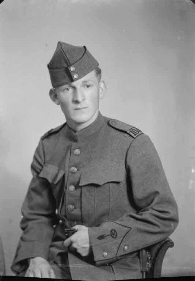 Karl Guillod in Militäruniform (Aufnahme für Fräulein Lydia Braun, Golaten b. Kerzers)