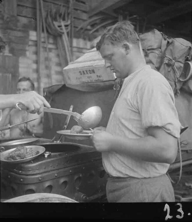Manöver 1934: Mobile Küche im Freien