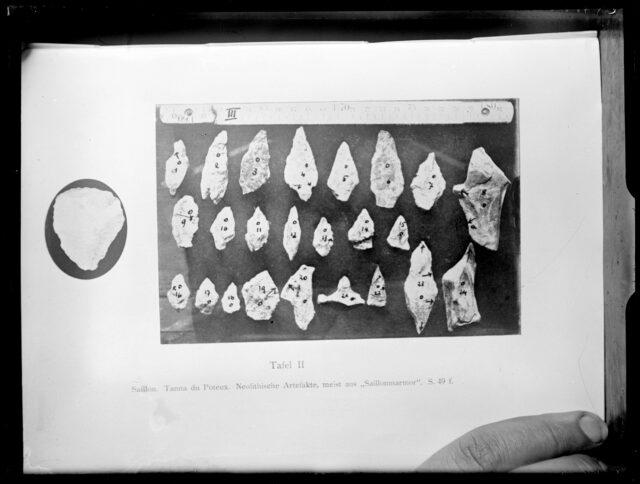 Funde aus Tgilväderlis-Höhle (Repro)