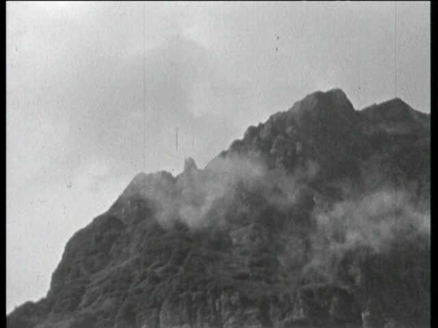 Wolken und Bergpanorama