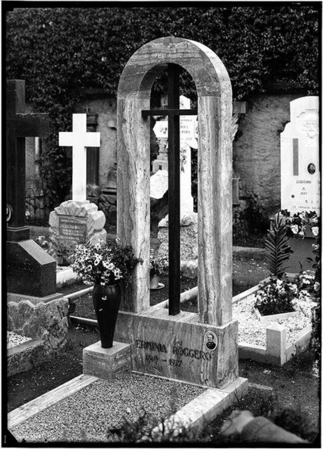 Monumento cimiteriale alla memoria di Erminia Roggero