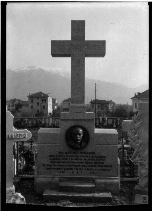 Monumento cimiteriale alla memoria di Martino Pedrazzini