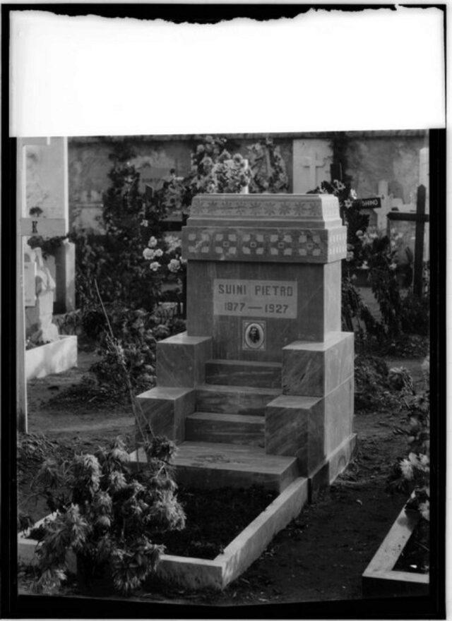Monumento cimiteriale alla memoria di Pietro Suini