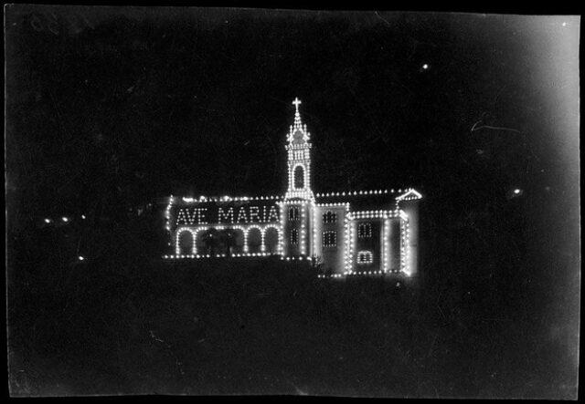 Madonna del Sasso con addobbi luminosi