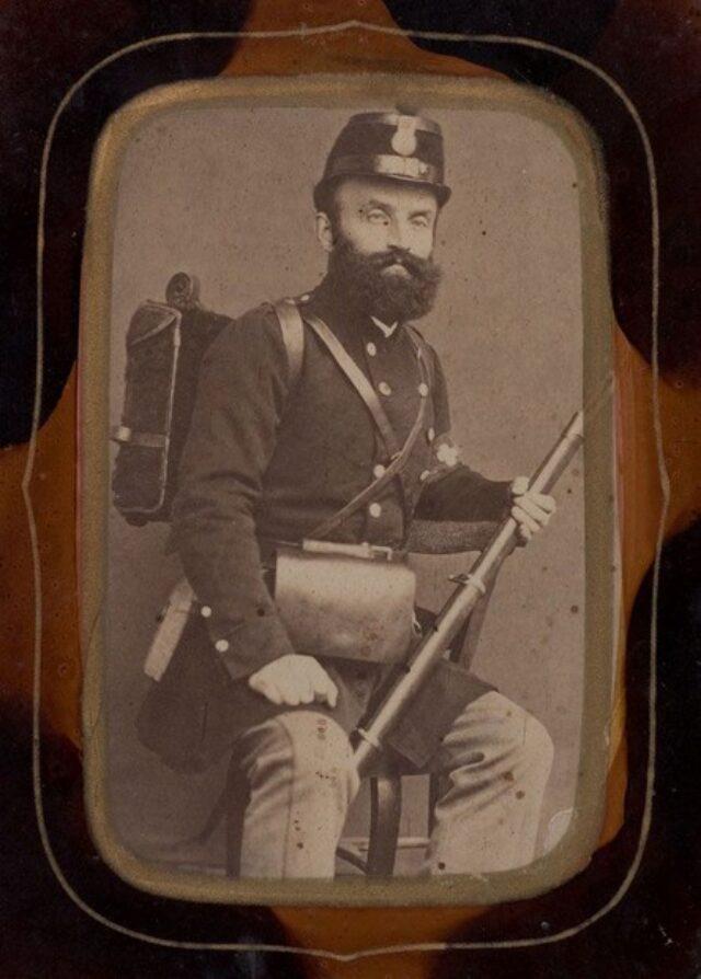 Uomo in uniforme militare elvetica (probabilmente un membro della famiglia Monotti)