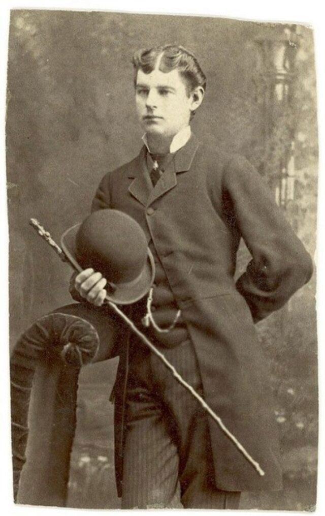 Giovane uomo con bastone e bombetta [congiunto dei Monotti?]