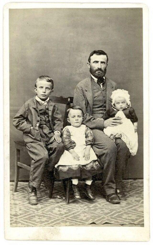 Uomo con bambini [congiunto dei Monotti?]