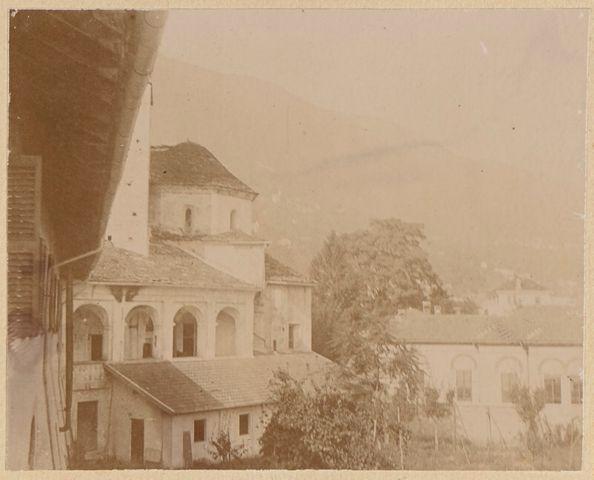Veduta laterale della loggetta e del campanile della chiesa di San Francesco