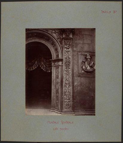 Dettaglio del portale centrale della Cattedrale di San Lorenzo