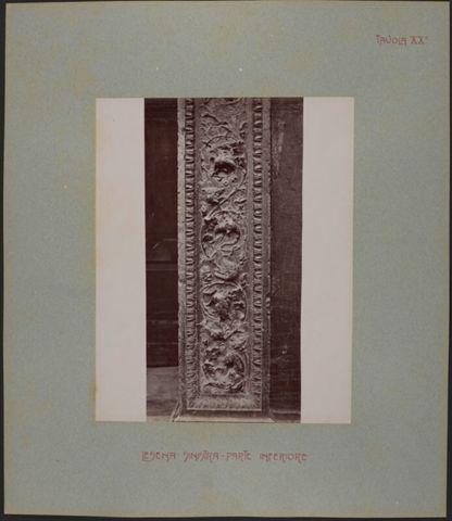 Dettaglio del portale destro della Cattedrale di San Lorenzo