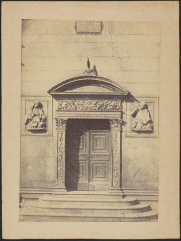 Portale sinistro della Cattedrale di San Lorenzo
