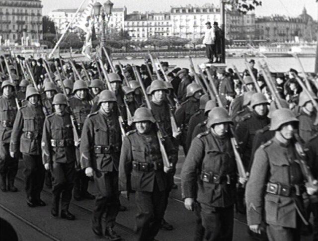"""Ginevra: il generale Guisan inaugura la """"maison genevoise"""" con la fiera autunnale ginevrina (0015-1)"""