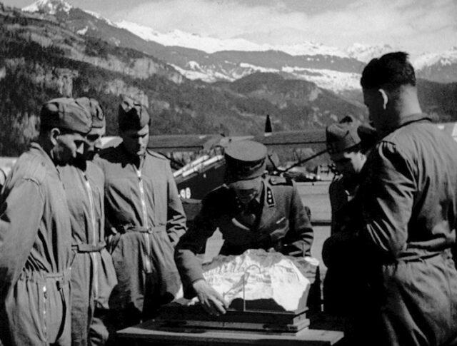 Tiro d'aviazione nelle Alpi (0298-7)