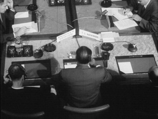 Alla conferenza per la sospensione degli esperimenti atomici (0842-1)