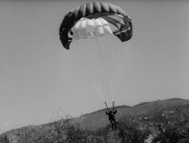Paracadutisti svizzeri in azione (1360-1)