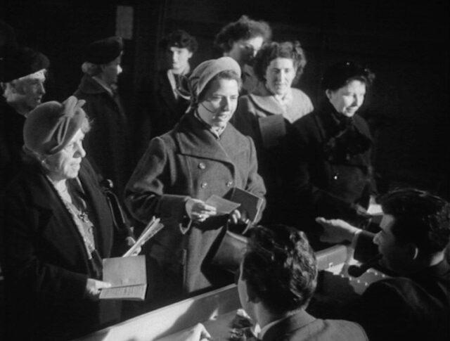 Les femmes aux urnes (0551-4)