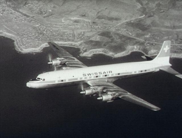 Nouvel avion de la Swissair (0745-6)