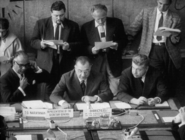 Fin de la Conférence des experts atomistes (0832-1)