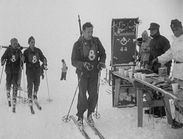 Davos: Patrouillenlauf der 1. Schweizerischen Ski-Armee-Meisterschaften (0085-3)