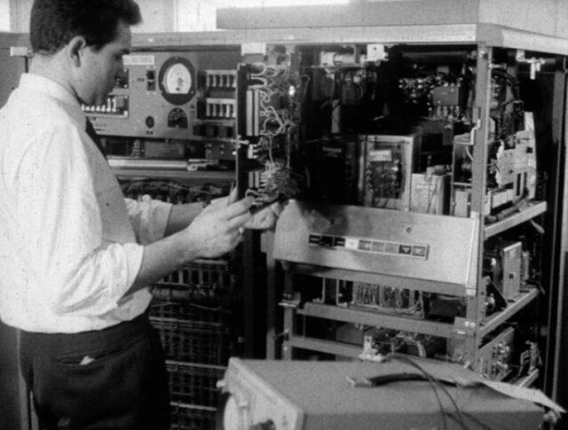 «Elektronisches Riesengehirn» im CERN (0946-1)