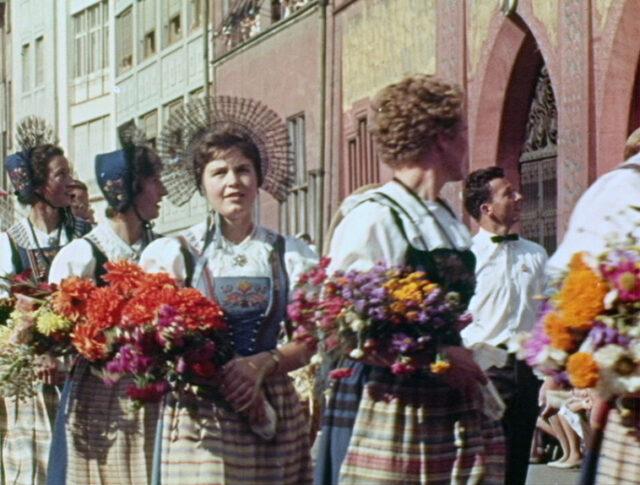 SONDRNUMMER IN FARBEN: Das Eidgenössische Trachtenfest in Basel 1961 (0987-1)