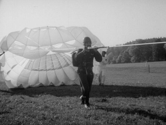 Ein neuer Fallschirm-Sport? (1038-7)