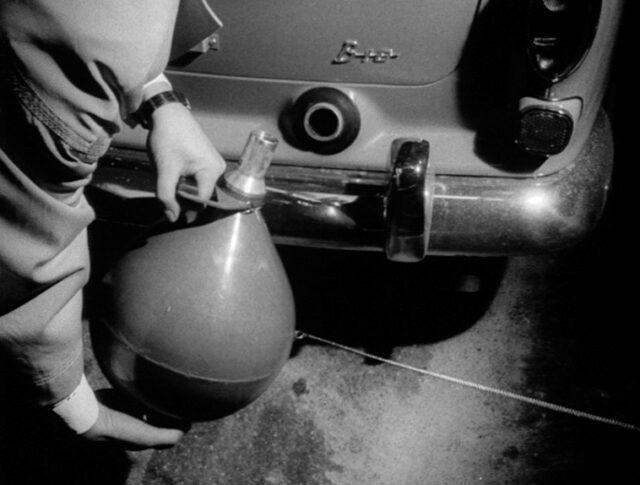 Ein Schweizer erfindet den Benzinautomaten (1042-4)