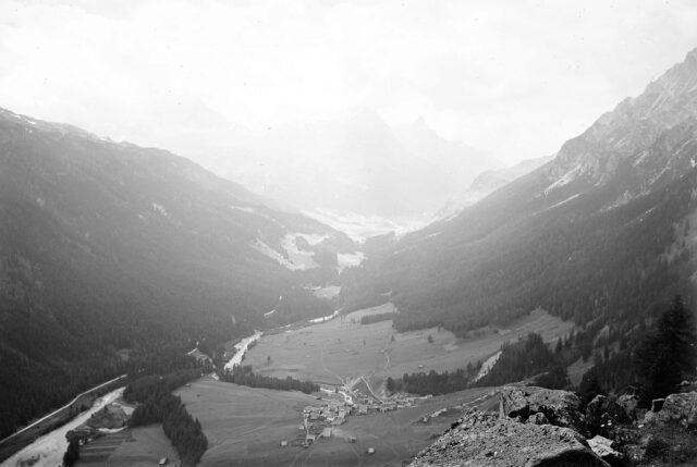 Blick ins Rheinwaldtal und Splügengebiet