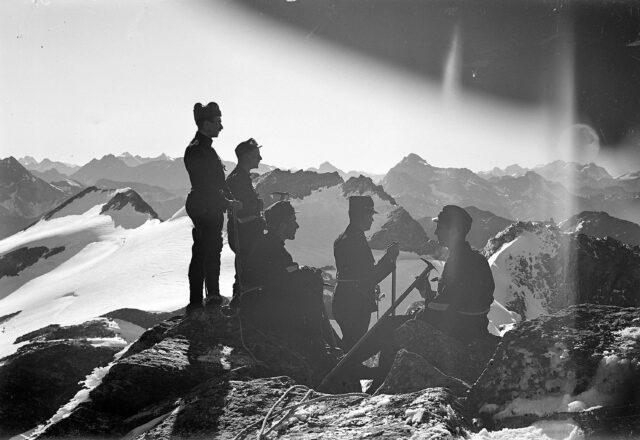 Offizierspatrouille auf dem Piz Suretta. Blick gegen Bernina