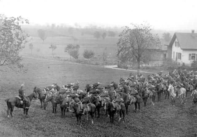 Guiden beim Turnen auf dem Pferd