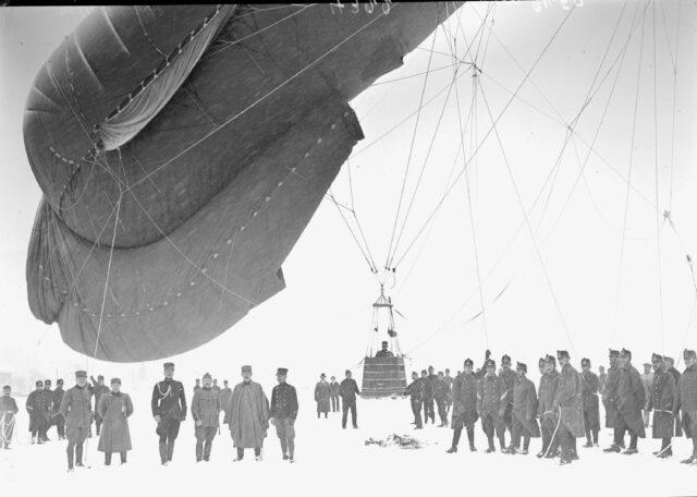 Der unter Leitung von Hptm Frischknecht hergestellte Fesselballon