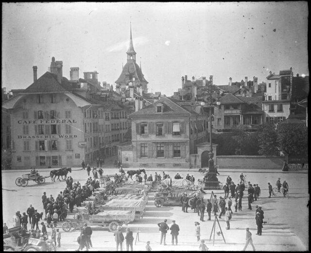 Bern: Altstadt, obere; Bundesplatz 4; Bärenplatz (31); Käfiggässchen; -- Fuhrwerk; Automobil; Lastwagen; Transport, Verkehr; Strassenbeleuchtung