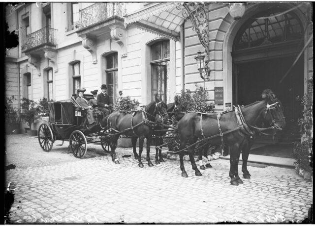 Thun -- Kutsche; Pferd; Haustier; Tierdarstellung; Transport, Verkehr; Tourismus