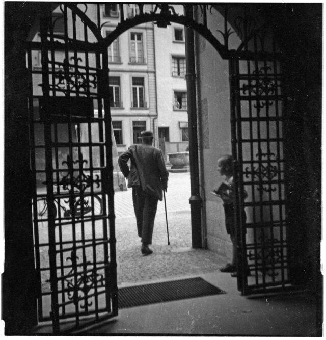 Bern: Eisentüre des Rathauses von innen