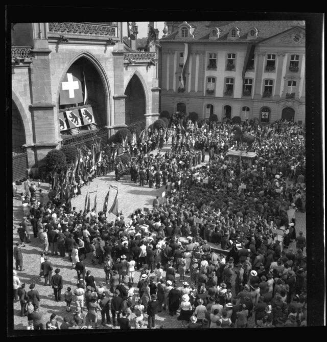 Übergabe des Bürgerbriefs auf dem Münsterplatz