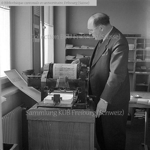 Fribourg: Université Miséricorde: KIPA (Katolische International Presse-Agentur): M. Wilhelm Hellenbroich, directeur