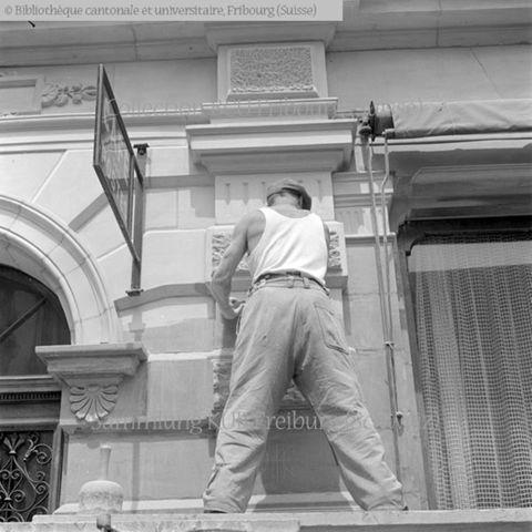 Fribourg, rue de l'Abbé-Bovet, Café des Postes: artisan tailleur de pierre