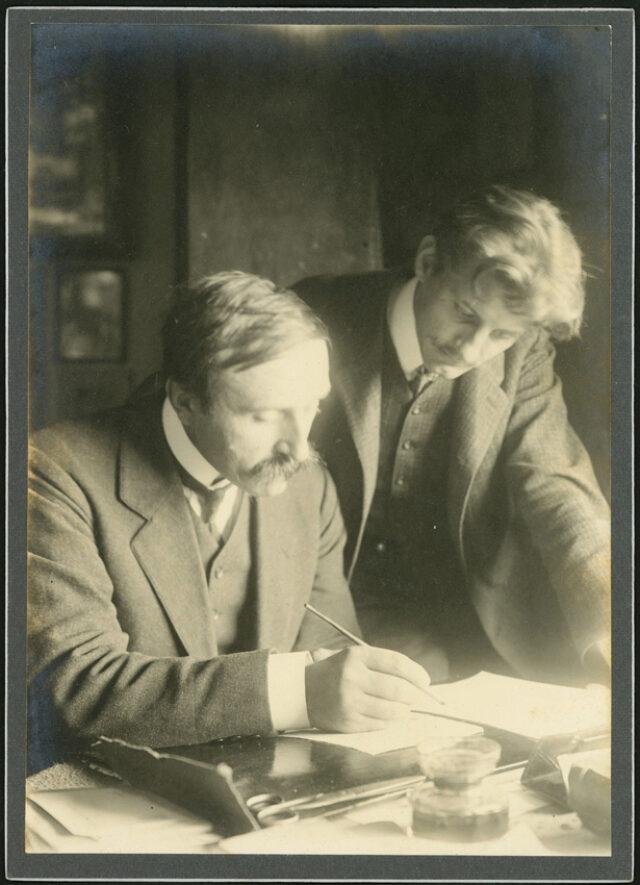 William Ritter et Janko Cadra autour d'une table de travail