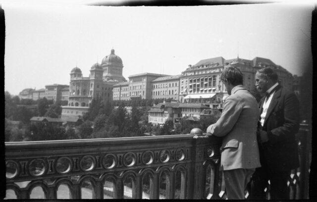 William Ritter et Josef Tcherv sur le pont de Kirchenfeld à Berne