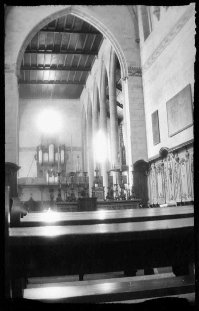 Vue de l'intérieur d'une église non identifiée