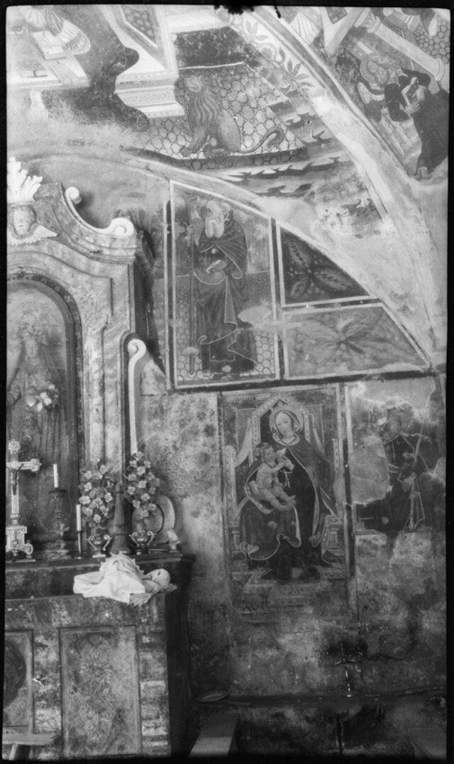 Autel et fresques de l'oratoire de San Gregorio o della Madonna della Serra à Crevacuore