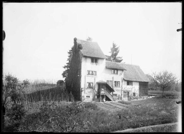 Vue extérieure d'une maison non identifiée