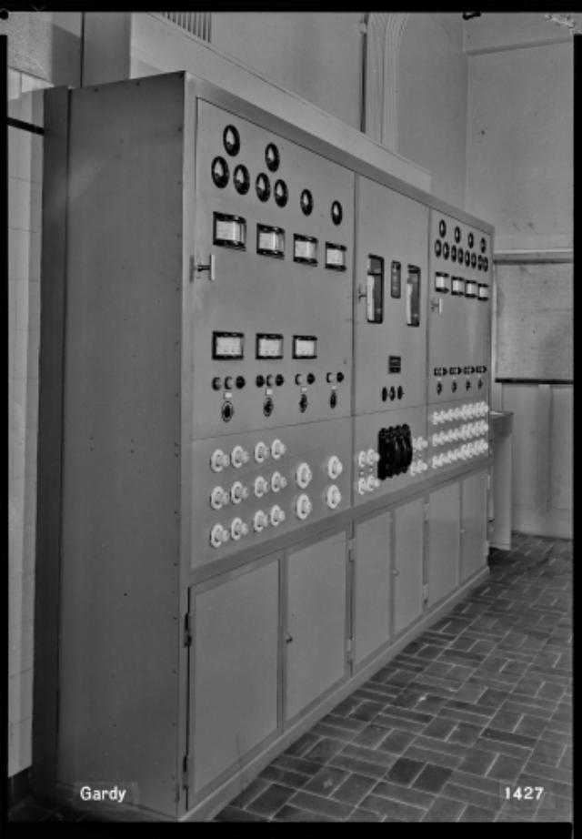 Genève, avenue de la Jonction : tableau de distribution de la trempe de l'usine Gardy