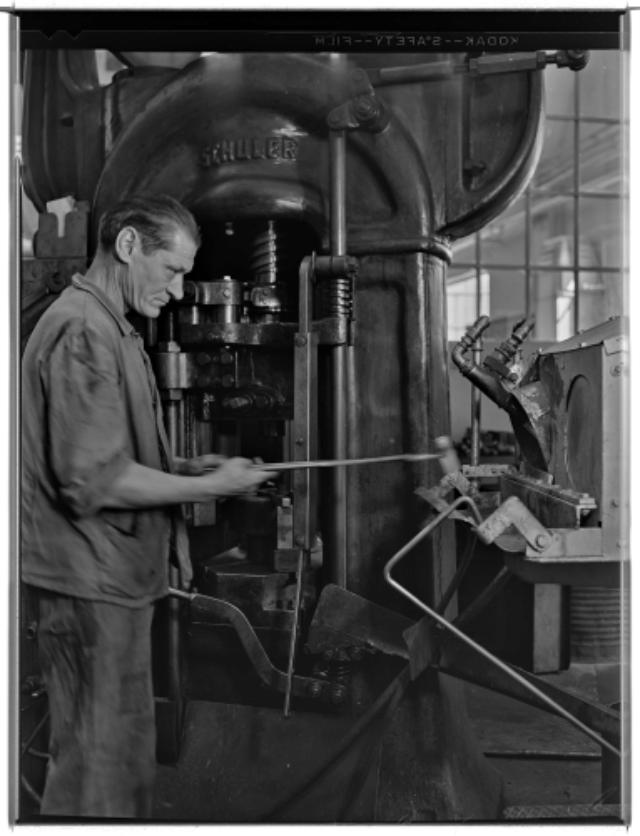 Genève, avenue de la Jonction : pressage à chaud à l'usine Gardy