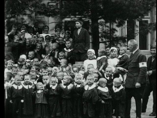 La lutte contre le typhus en Pologne : l'activité du Comité international de la Croix-Rouge et Actions de secours en faveur des enfants hongrois à Budapest [Action de secours en faveur des enfants, Pologne - Budapest]