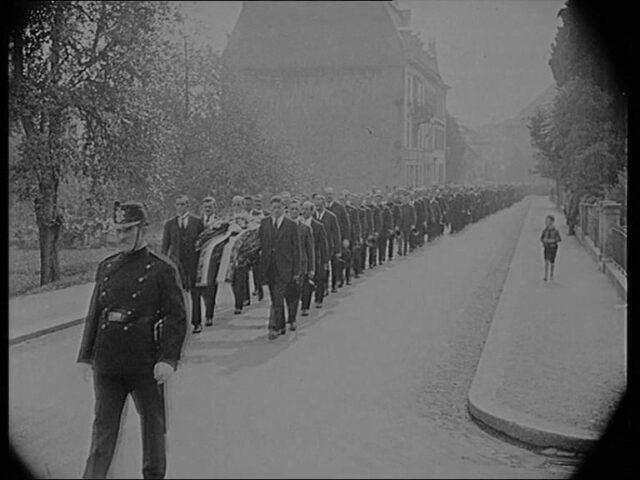 Zur Kathastrophe im Rickentunnel - Die Beisetzung der Opfer in Rapperswil