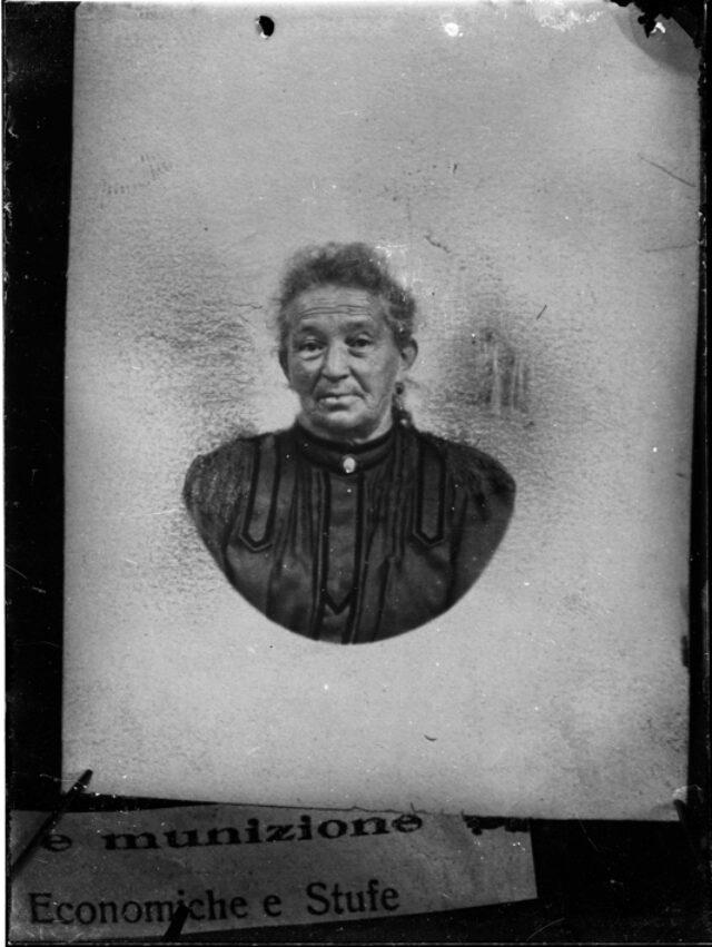 Fotografia di un ritratto di Maria Sorgesa nata Bozzini