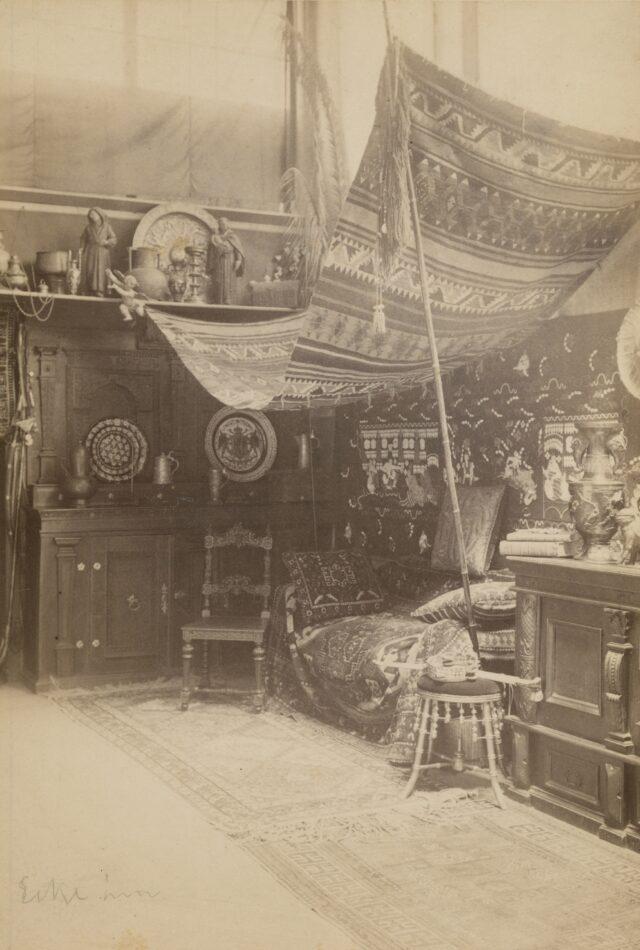 Im Fotoatelier Taeschler, 1880er–1890er Jahre